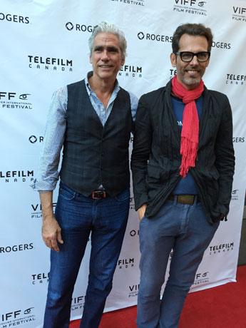 男性モデルを追うドキュメンタリー「Homme Less」監督のThomas Wirthensohnさん(右)と取材対象となったMark Reayさん(左)