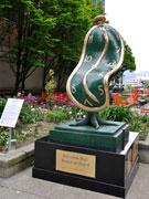 バンクーバーにダリ時計彫刻 地元ギャラリーが「ダリ展」の一環で