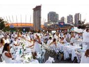 バンクーバーで「ディネ・アン・ブラン」 真っ白がお約束の秘密のディナー