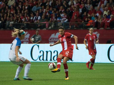 女子サッカー親善試合「カナダ対アメリカ」戦(写真=Moe Yang)
