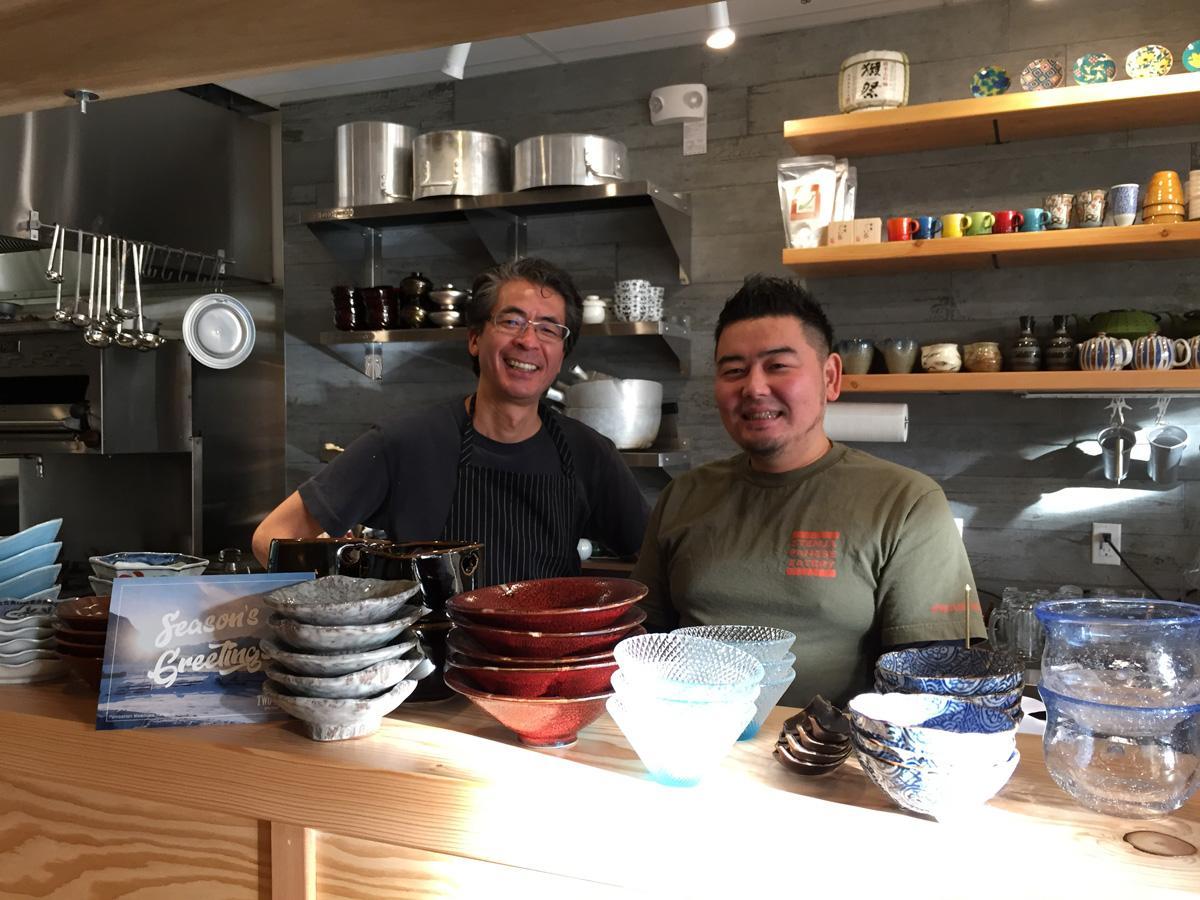 日本料理店「Stem Japanese Eatery」の共同経営者、片桐さん(右)と馬庭さん(左)