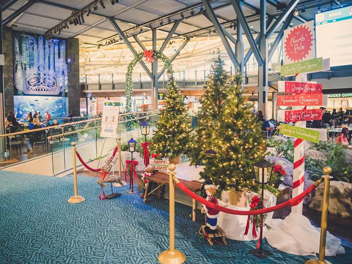 ホリデーシーズンを迎えたバンクーバー国際空港