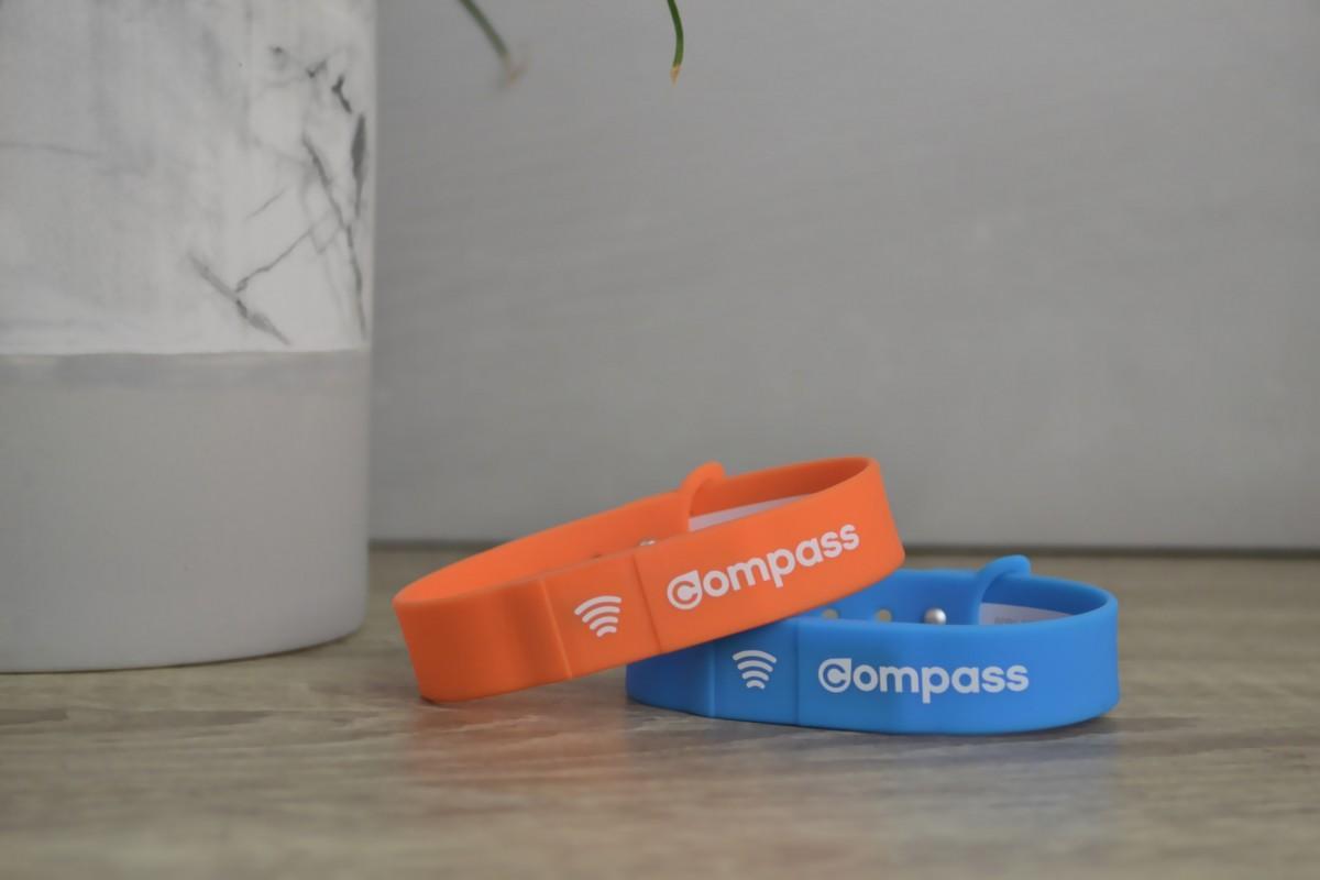 リストバンド式の運賃決済デバイス「コンパスリストバンド(Compass Wristband)」(写真=TransLink)