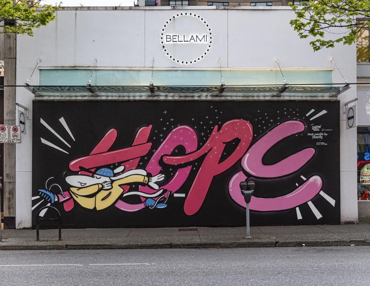 盗難防止のために打ち付けられた板に地元のアーティストが絵を描く「Murals for Hope 」(写真=Vancouver Mural Festival Artist Credit: @Chairman_Ting, Vancouver, 2020)