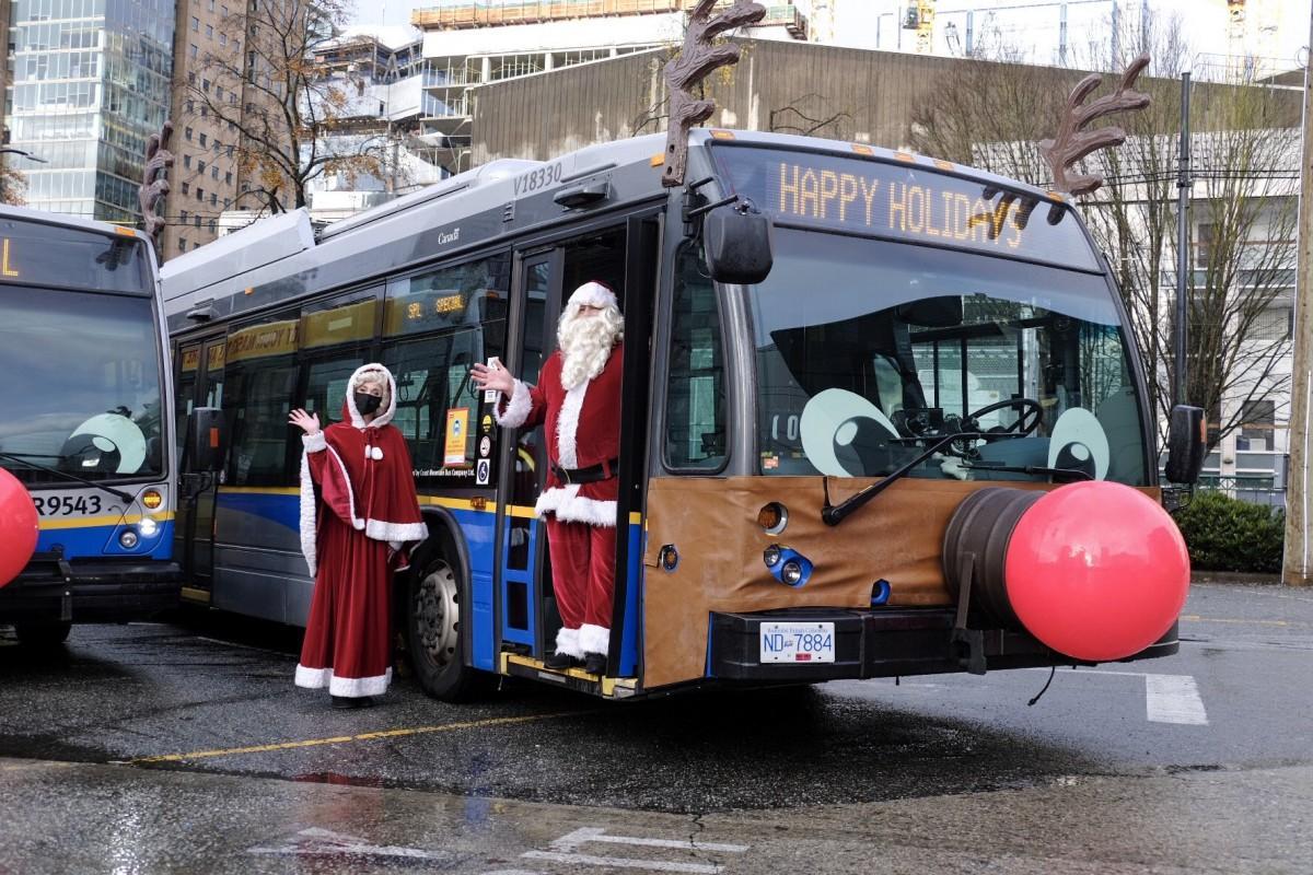 トナカイの装飾を施したバス(写真=TransLink)