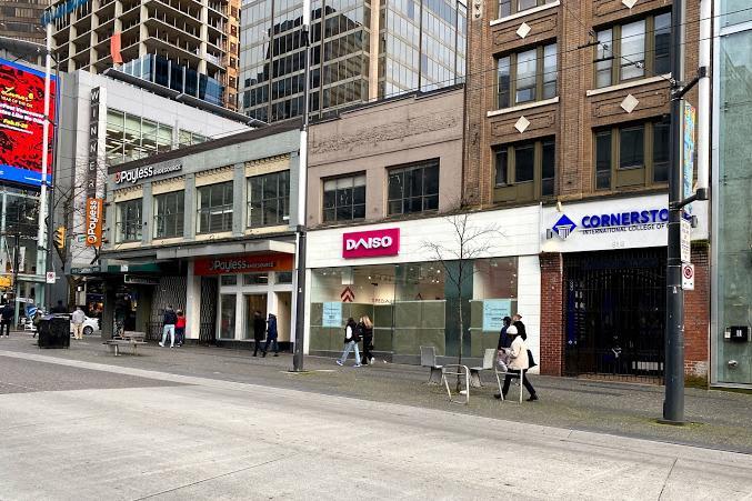 バンクーバーにダイソー初の直営店(810 Granville St. Vancouver)(写真提供=Daiso)