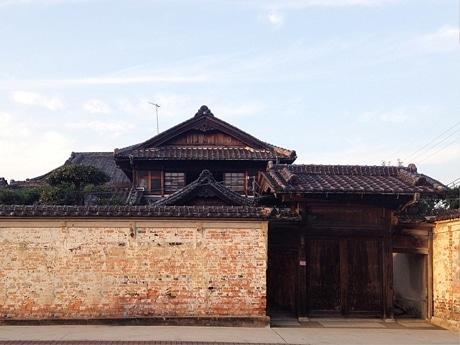 大正時代の古民家「山崎邸」の外観(和歌山県紀の川市)