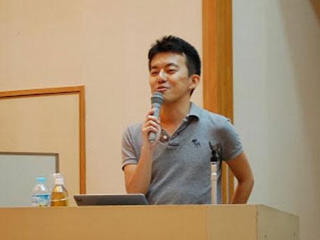 前回の講演会で150名の聴衆に向けて話す講師の木下斉さん