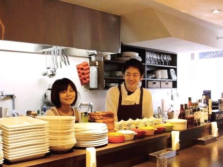 夫婦で新しいスタートを切ったオーナーシェフの前川幸輔さんと真弓さん