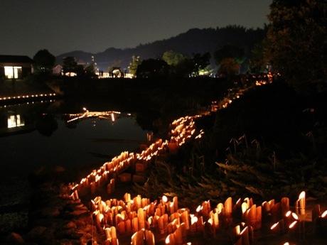 2万本のキャンドルで彩られる四季の郷公園(2013年の開催風景)