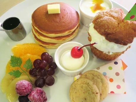 「夏のしっぽをつかまえるin Pancake LABO」で提供するデザートプレート