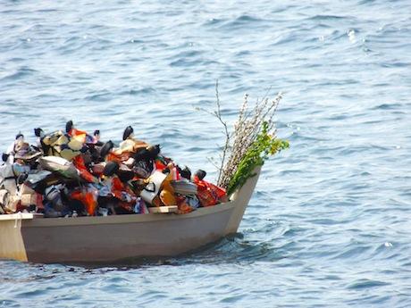およそ400体のひな人形が神の国へ向けて旅立つ
