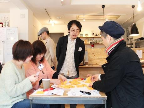 和歌山サロン代表の小泉博史さん(中央)