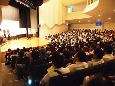 町外、県外からも人が集まり有田川町きびドームが満席になった