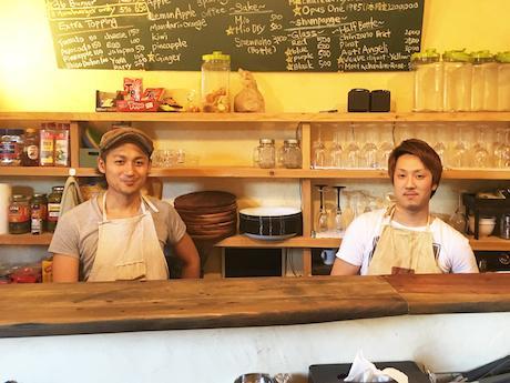オーナーの山本さん(左)と硲さん