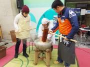 和歌山・ぶらくり丁商店街で恒例の「ポポロハスマーケット」 餅つきにかるた大会も