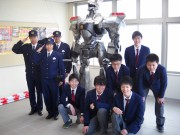 和歌山・田辺署にイングラム立つ 地元高校生が製作