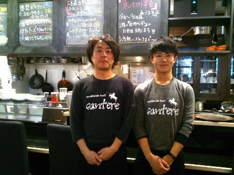 店主の奥畑公康さん(左)