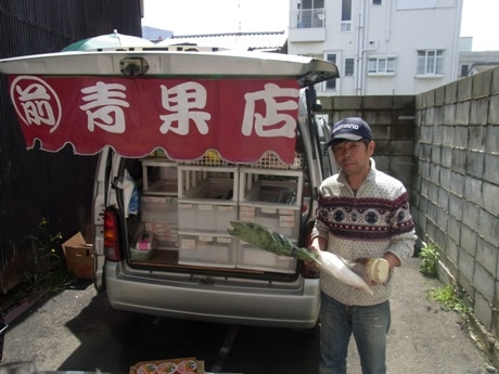 前田さんと移動販売車