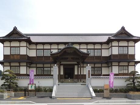 根来寺境内から移築された旧県会議事堂