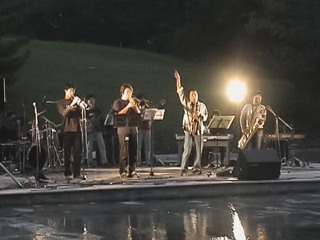メンバー有志WAJABAND による屋外ライブ(10年ほど前の演奏会)