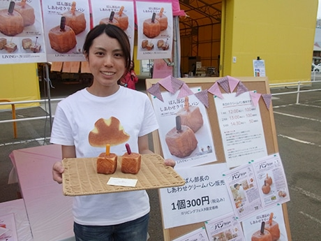 パンシェルジュ3級の資格も持つ、「リビングぱん部長」の松尾友喜さん。陸上部だった高校時に部活後に食べた「クリームパン」がきかっけでパンにはまったという。