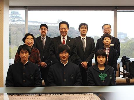 和歌山・慶風高校生がビジネスコンペ初挑戦でベスト100入り 市長に笑顔で報告