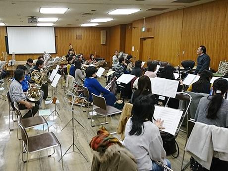 定期演奏会に向け練習に励む団員たち