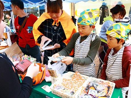 和歌山・海南で子ども商店街「ハタラコモール」、ひな祭りにちなんだ和菓子作り体験も