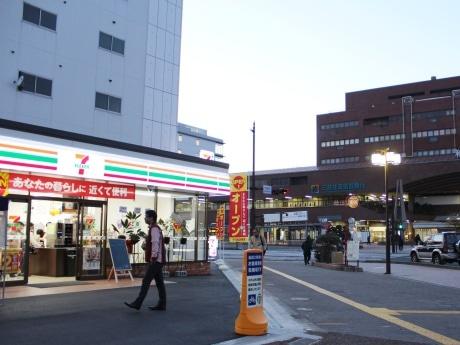 和歌山市駅の真正面に開店した「セブンイレブン和歌山市駅前店」