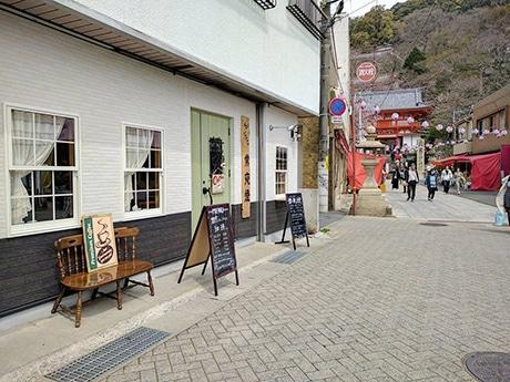 紀三井山金剛宝寺護国院の入り口すぐ近くにある店舗