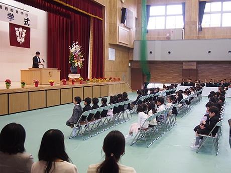 4月1日に開校した伏虎義務教育学校第1回入学式