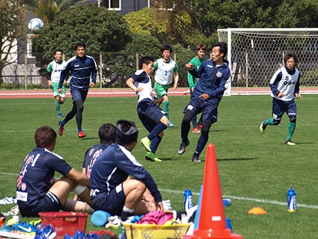 紀三井寺公園補助競技場で練習する選手たち
