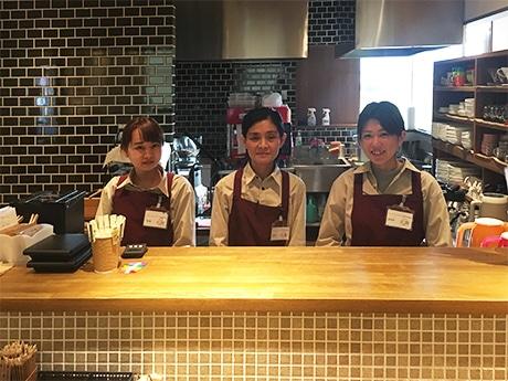 店長の中田ゆみ子さん(中央)とスタッフのみなさん