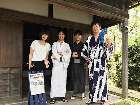 イベントをPRする福島さん(左)と「なるかみ楽しく盛り上げ隊」のメンバー