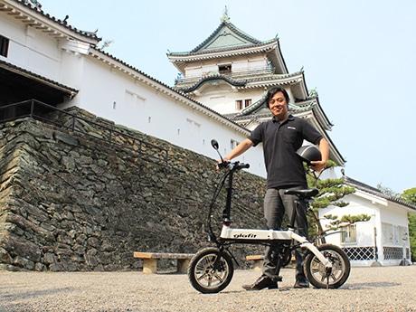 鳴海社長と「glafitバイクGFR-01」