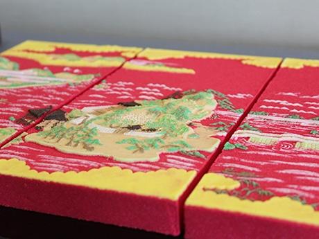 三枚一組の木型を使った再現菓子「和歌の浦」