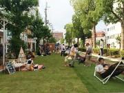 和歌山市駅前で公共空間活用考える社会実験 3日間限りの芝生広場に