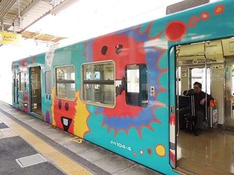 田辺市立明洋中学校の浜野蒼太さんがデザインした「デザイン列車」