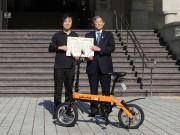 和歌山発「グラフィットバイク」が県と市の公用車に 鳴海禎造さんに感謝状