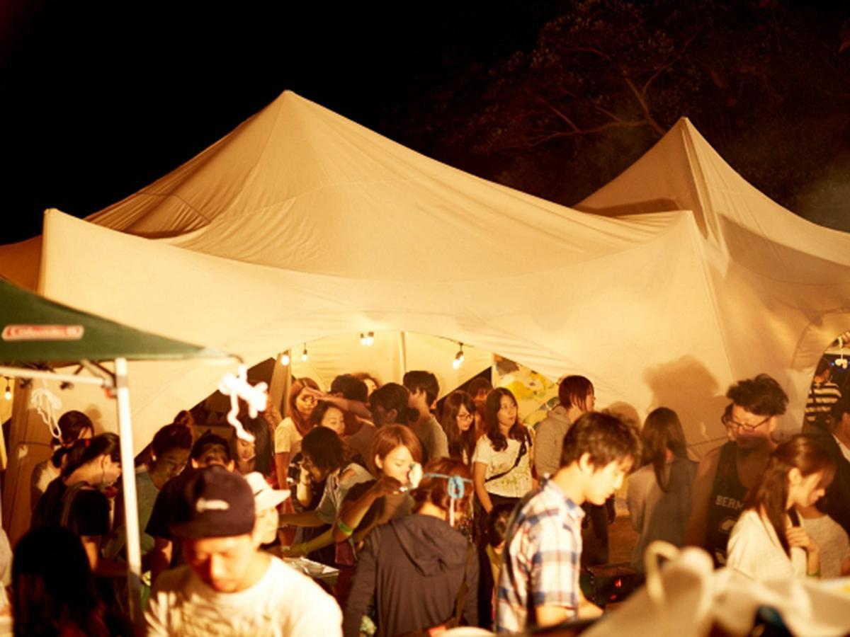 伊豆で行われた「MUJINTO cinema CAMP」の様子