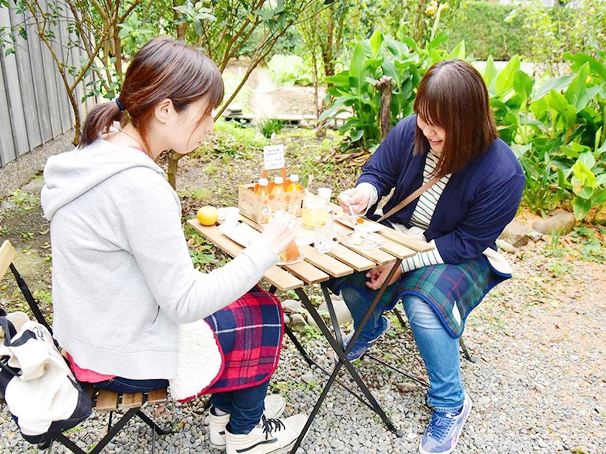 期間限定カフェでお茶を楽しむ様子(2017年10月の開催風景)