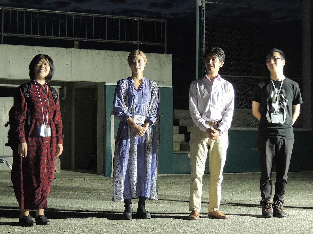 インディペンデント作品部門で受賞した、田中晴菜監督、永井樹里さん、鈴木博之さん、三重野広帆監督(左から)