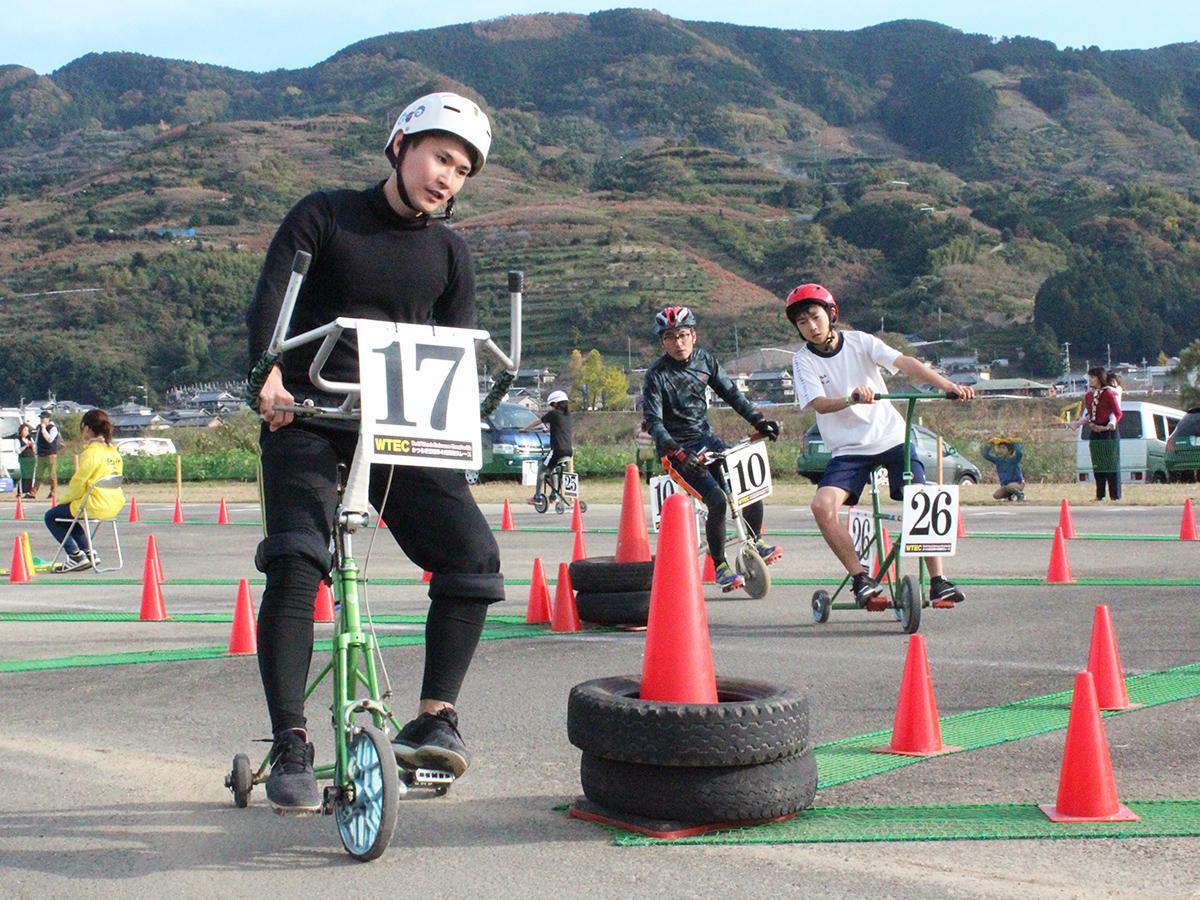 かつらぎ三輪車4時間耐久レースの様子