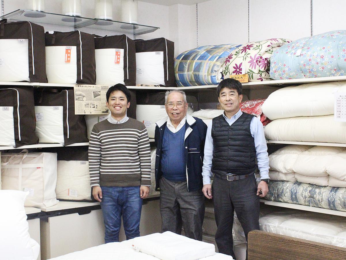 三代目の孝樹さん(左)、武士さん(中央)、康浩さん