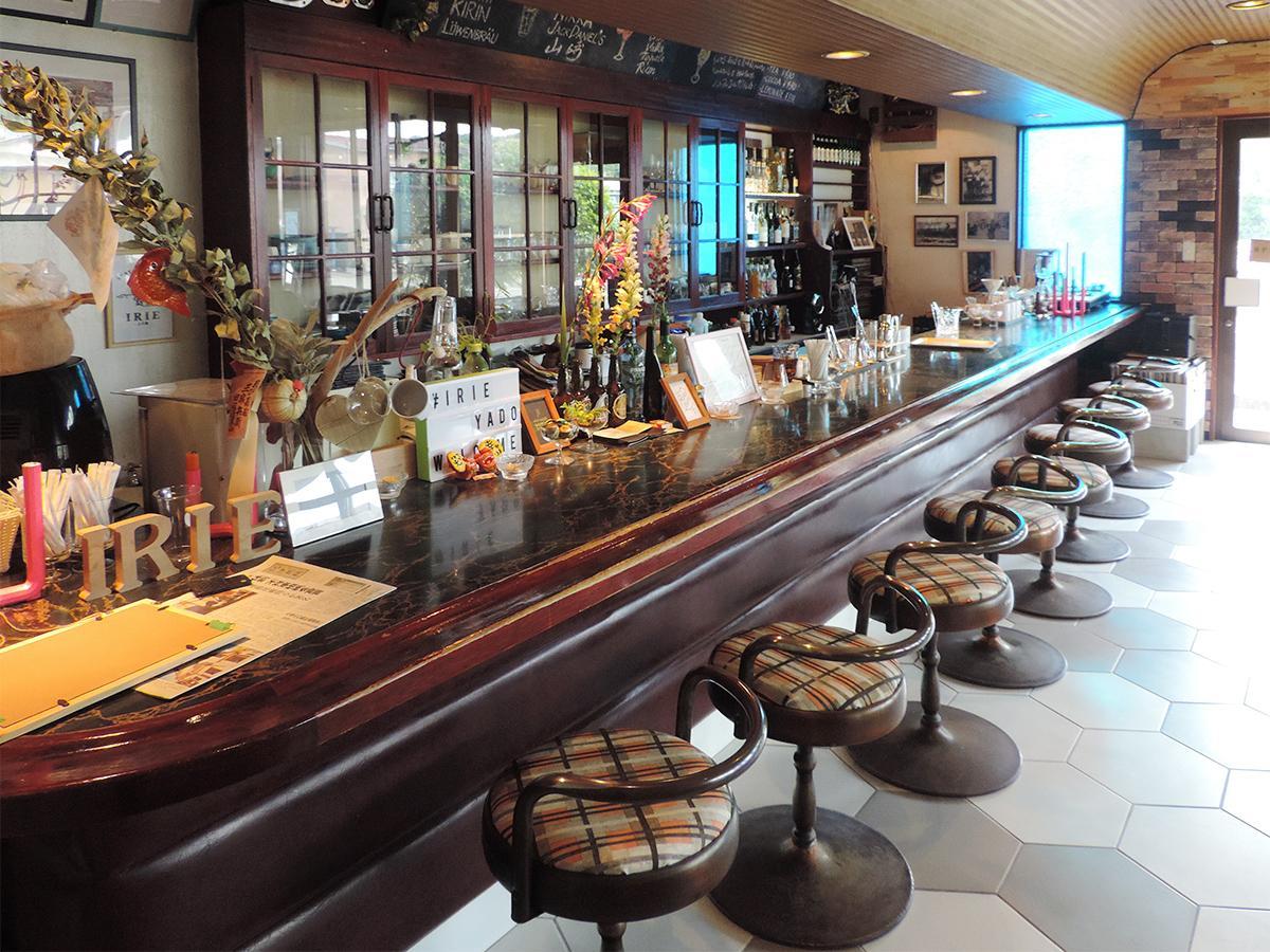 35年間親しまれてきた喫茶店のカウンターを生かしたカフェバーコーナー