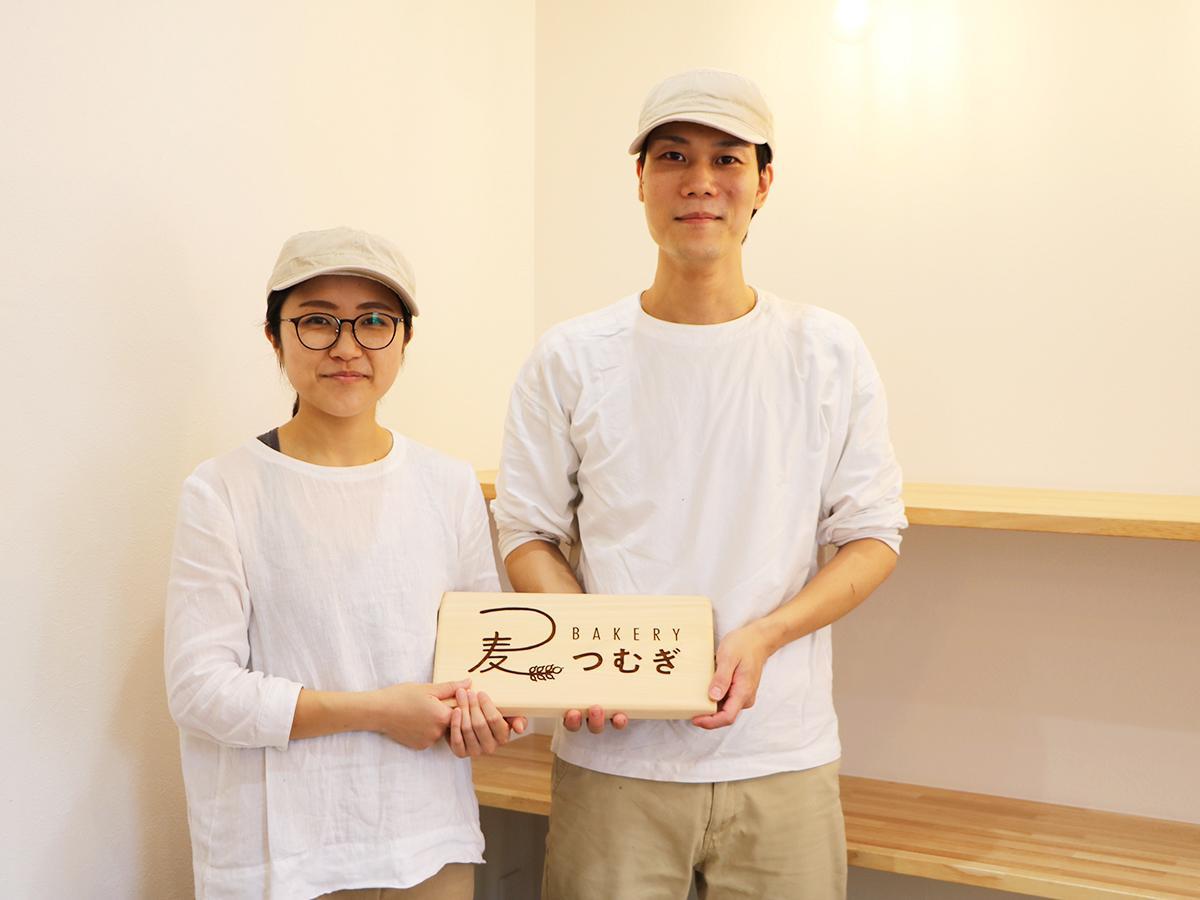 店主の柳本規洋嗣さんと智子さん