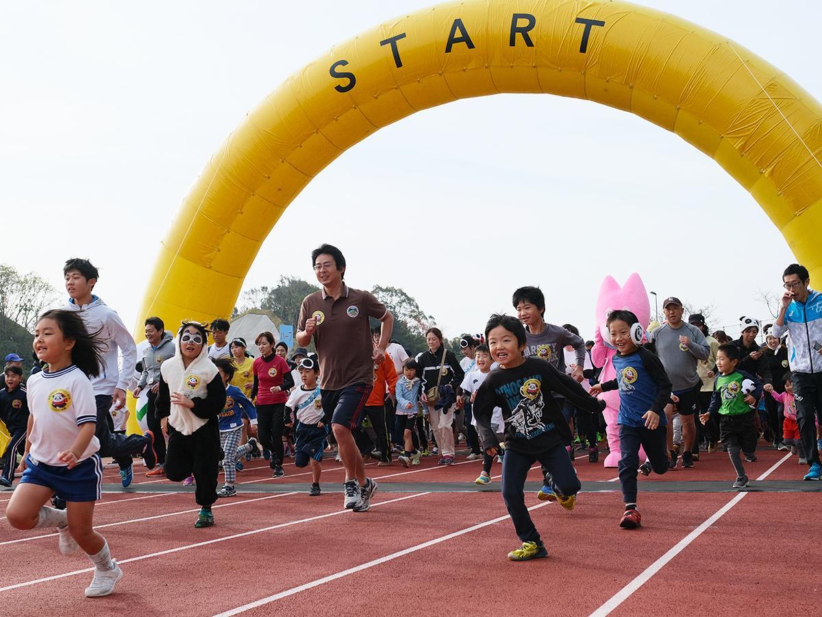 昨年の「ファミリーマラソン」スタートの様子