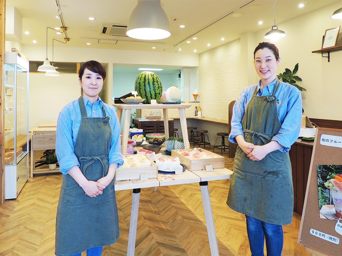店長の立野幸子さん(左)とスタッフ