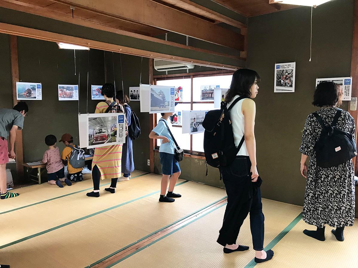 加太春日神社で行われた「まちの記録展」の様子